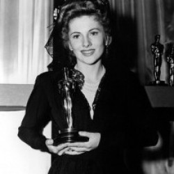 Joan Fontaine Estate in battle over sale of her Oscar
